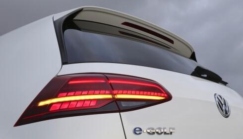 GJØR DET BRA: VW leverer jevnt bra av sin e-Golf og gjør at Golf igjen kan komme øverst på registreringstoppen i år etter å ha blitt slått i fjor av Nissan Leaf. Foto: Knut Moberg