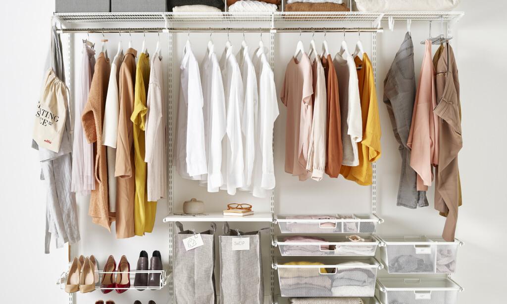GARDEROBELØSNING: Sett i gang med sortering av klær og sko, og lag til en garderobeløsning som gir deg full oversikt. Foto: Elfa.