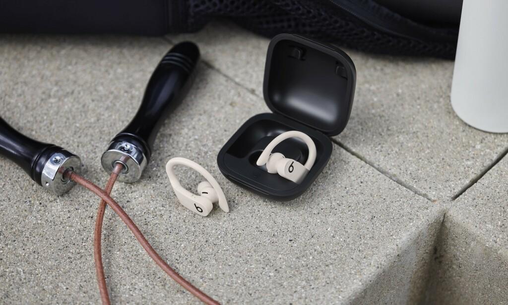 NYE POWERBEATS: Nå er det kommet et helt trådløst alternativ i Beats' serie med treningsørepropper, Powerbeats Pro. Foto: Beats/Apple
