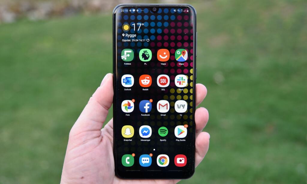 AMOLED: Samsung A50 har Amoled-skjerm, som ikke er så vanlig i dette prissegmentet. Foto: Pål Joakim Pollen