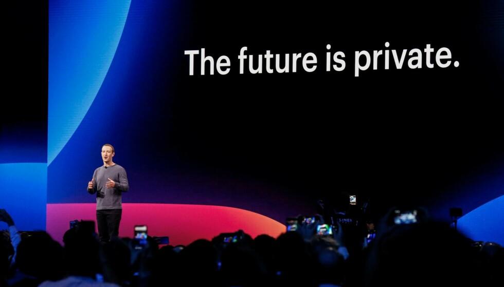 FREMTIDENS FACEBOOK: I åpningstalen på sin årlige utviklerkonferanse, F8, innledet sjef Mark Zuckerberg med denne uttalelsen. Personvern og sikkerhet er det nye Facebook handler om, skal vi tro selskapet. Foto: Amy Osborne/AFP/NTB Scanpix
