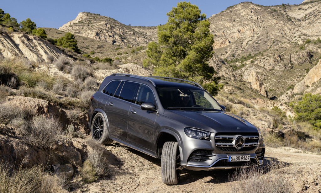 AKROBAT: Mercedes-Benz GLS skal kunne forsere vanskelig terreng i tillegg til å cruise komfortabelt på Autobahn. I tillegg til BMW X7 vil Range Rover LWB være en naturlig konkurrent, også den dugendes utenfor vei. Foto: Daimler AG