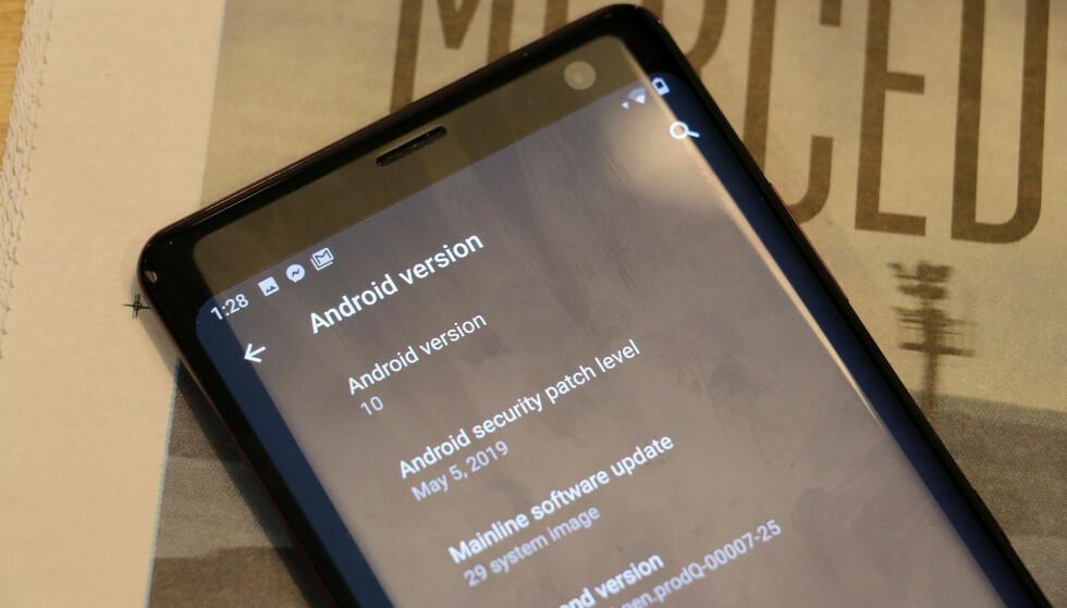 VERSJON 10: Årets Android Q er den tiende versjonen av operativsystemet. Har du riktig telefon, kan du prøve betaversjonen allerede i dag. Foto: Pål Joakim Pollen