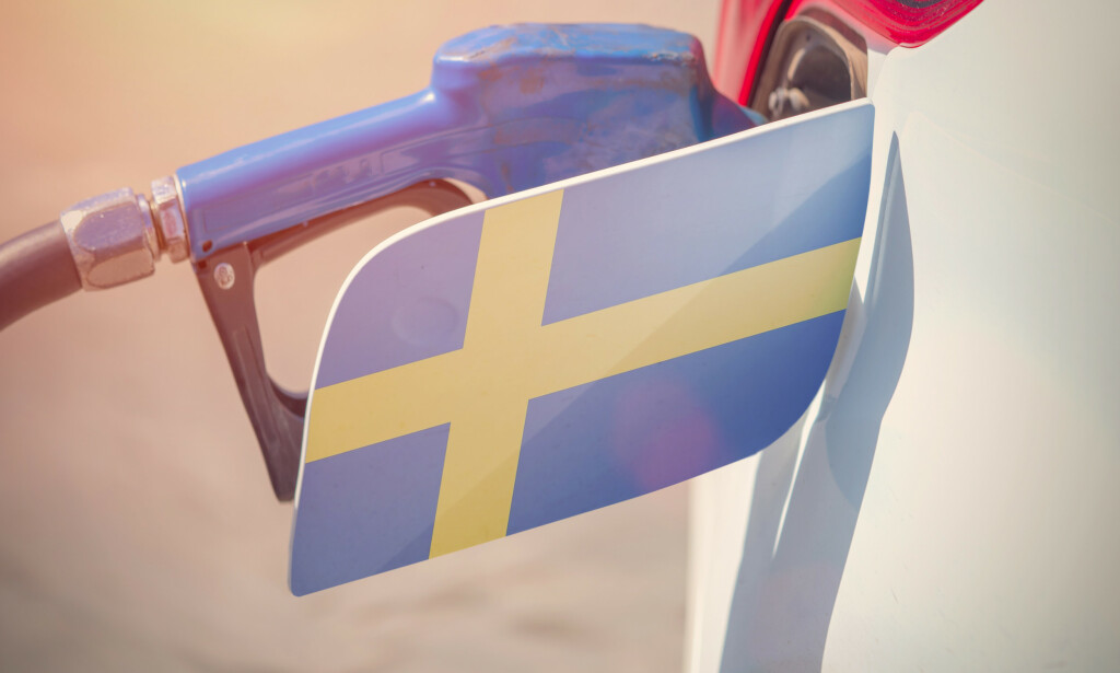 OPPRØR MOT HØYE BENSINPRISER: Svenskene er i opprør etter rekordhøye bensinpriser, og det varsles riksdekkende demonstrasjoner. Prisen på bensin og diesel er oppe i rundt 17 svenske kroner per liter. Foto: Shutterstock/NTB scanpix