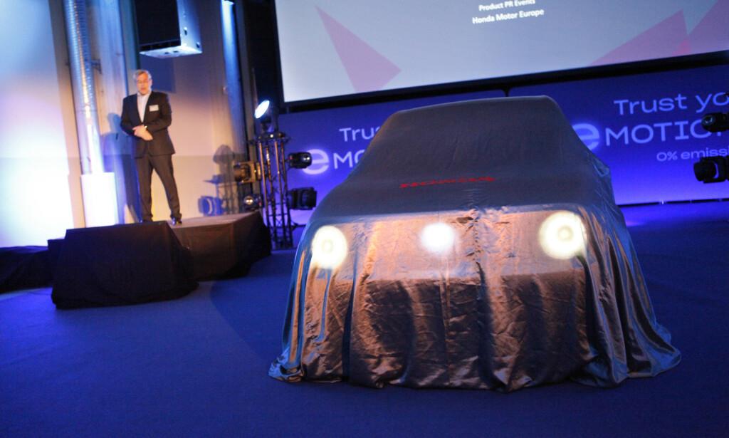 KLAR FOR AVDUKING: Elbilen Honda e var for første gang i Norge. De første kundene her til lands får bilen allerede i mars. Foto: Øystein B. Fossum
