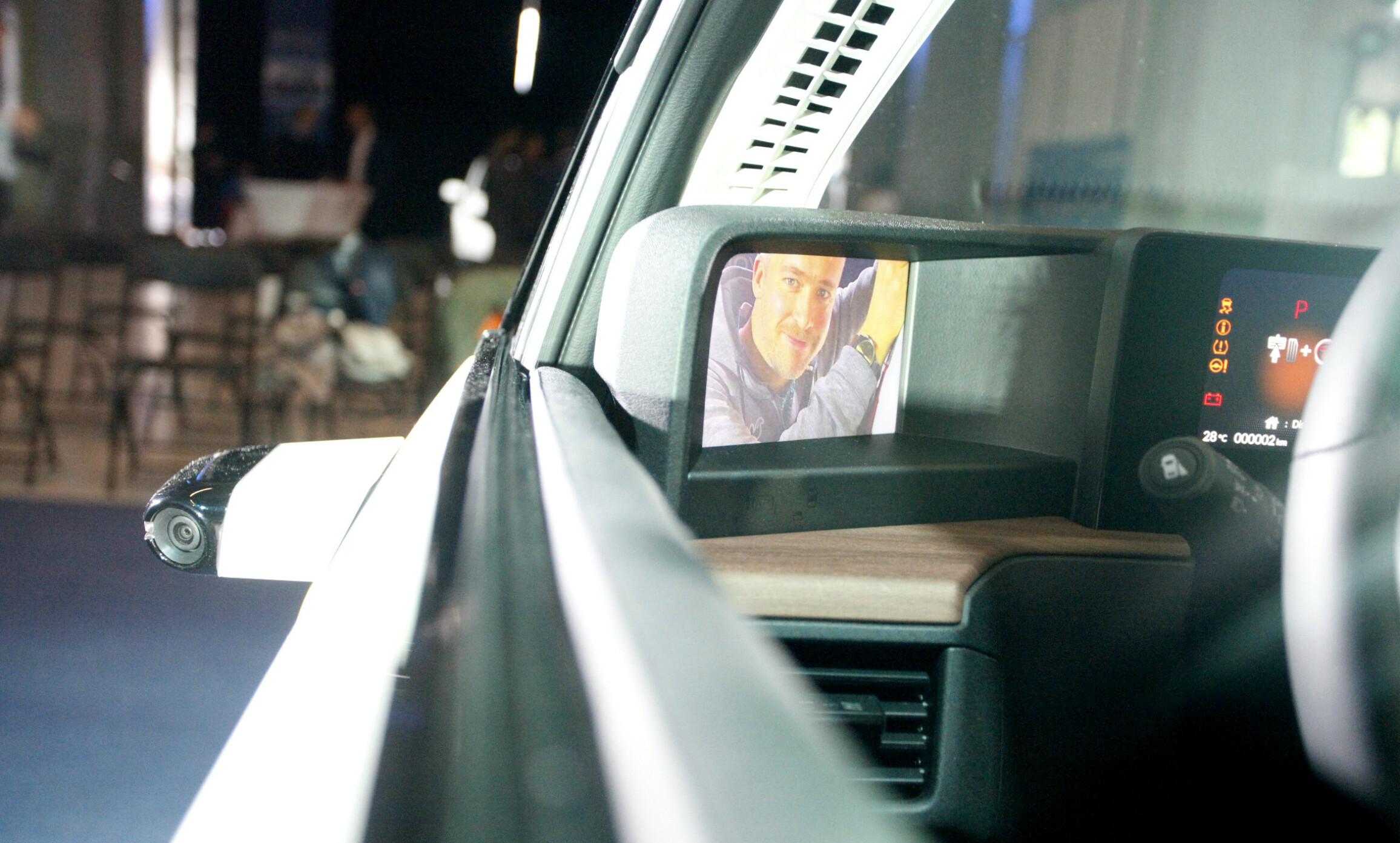KAMERASPEIL: Som Audi e-Tron kommer Honda e med kamera og skjerm istedenfor tradisjonelle sidespeil. Foto: Øystein B. Fossum