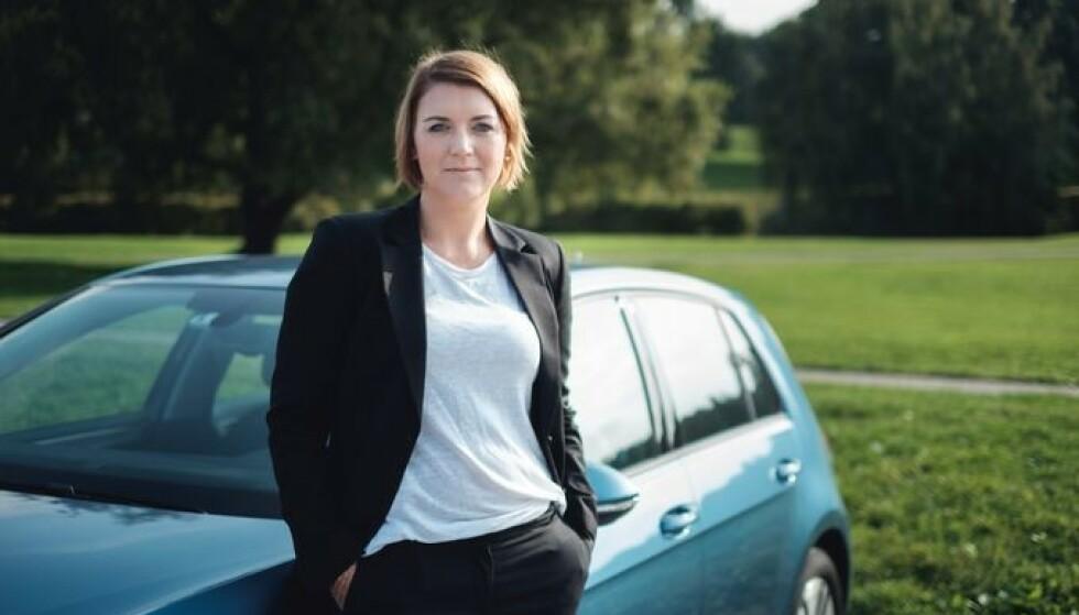 <strong>IKKE HELT FORNØYD:</strong> Norsk elbilforening og generalsekretær Christina Bu mener de ladbare hybridene kunne fått enda høyere krav, samtidig som de er kritiske til trafikkforsikringsavgiften. Foto: Elbilforeningen