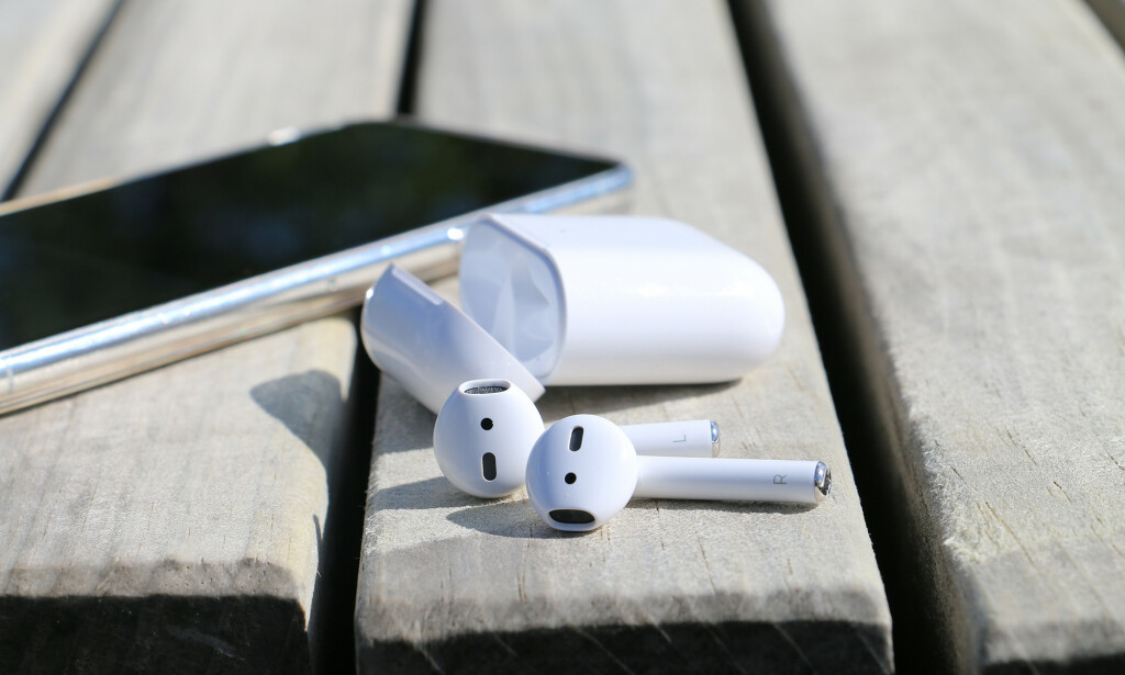 IKKE HELT VERSJON 2.0: Det er så få nyheter i den nye utgaven av Apples trådløse ørepropper at de har det samme navnet som før, AirPods. Foto: Kirsti Østvang