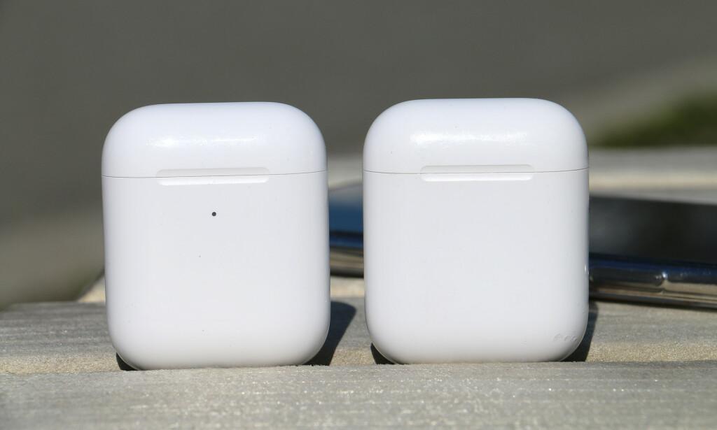 LED-LYSET UTENPÅ: Det nye trådløse AirPods-etuiet er litt større enn det gamle - men det synes knapt. Én tydelig forskjell er imidlertid at det lille LED-lyset som viser batteristatus er på utsiden. Så slipper man å åpne lokket for å sjekke. Foto: Kirsti Østvang