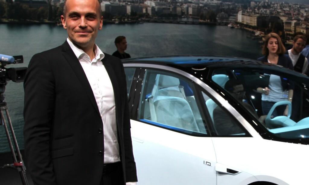 KOSTNADSKREVENDE: - Det er for tidlig å si hvilke utslag dette vil få for bilpriser her hjemme, men forventer at slike kostnadskrevende tiltak for å nå CO2-målet vil kunne gjenspeiles i bilprisene, sier den norske VW-sjefen Harald Eibak. Foto: Rune Korsvoll.