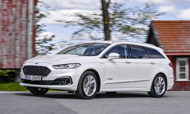 ALDRENDE DESIGN: Mondeo er i hovedsak fra 2012, med seneste oppgradering i 2016. Det som en gang ble sammenlignet med Aston Martin, er ikke fullt så spennende lengre. Vignale design synes vi gjør bilen mer traust. Foto: Jamieson Pothecary