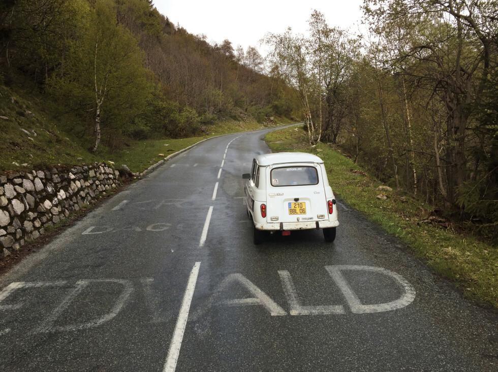 <strong>TOUR DE FRANCE:</strong> Vi fikk litt norsk motivasjonshjelp opp en av etappene i Tour de France.  Både Edvald, Dag-Otto og Kristoff er foreviget i asfalten.