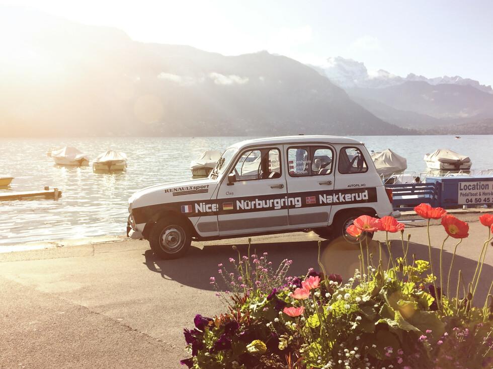 <strong>Romance:</strong> Annecy ligger langs en vakker innsjø. Mangler bare loff og berett. Foto: Rune M. Nesheim