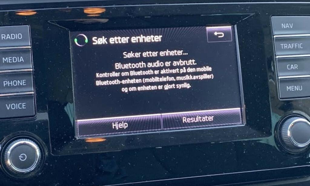 BLUETOOTH: Nesten alle nyere biler har støtte for Bluetooth. Via menyen kan du søke opp mobilen din. Sjekk instruksjonsheftet hvis du ikke får det til. Foto: Bjørn Eirik Loftås