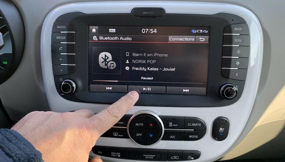 PAUSE: Med nettradio i bilen kan du blant annet pause sendingene akkurat når du vil, og ta opp tråden igjen når det skulle passe. Foto: BJørn Eirik Loftås