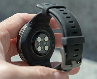 PULSMÅLER: Her sitter det hele ni sensorer som måler pulsen din. Foto: Martin Kynningsrud Størbu