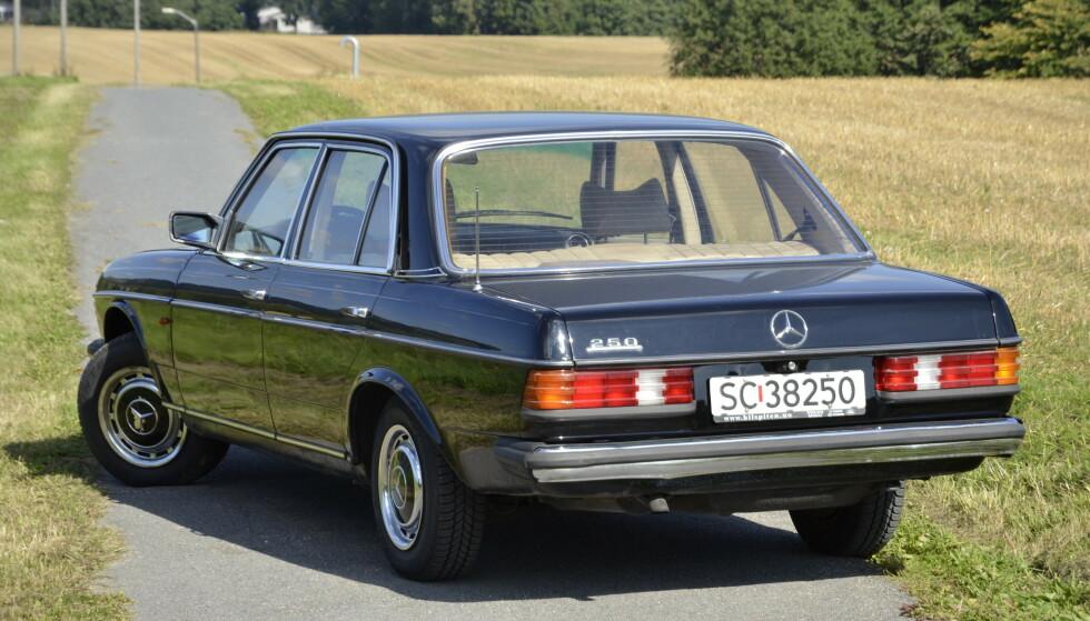 PREMIUM: Mercedes W123 var premiumbil og statussymbol på syttitallet. Foto: Stein Inge Stølen