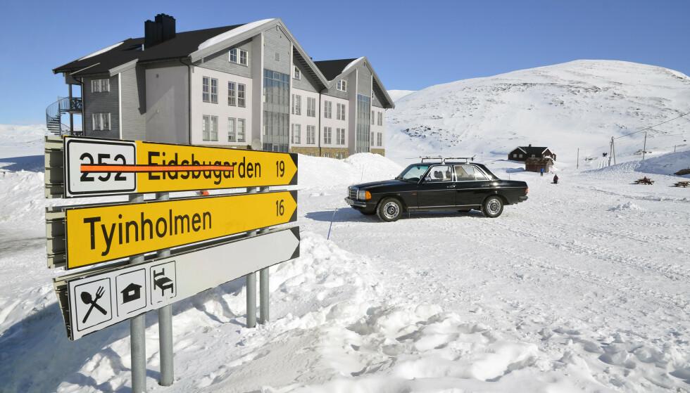 ALSIDIGE: Mercedes W123 fungerte utmerket som påskebil. Foto: Stein Ingen Stølen
