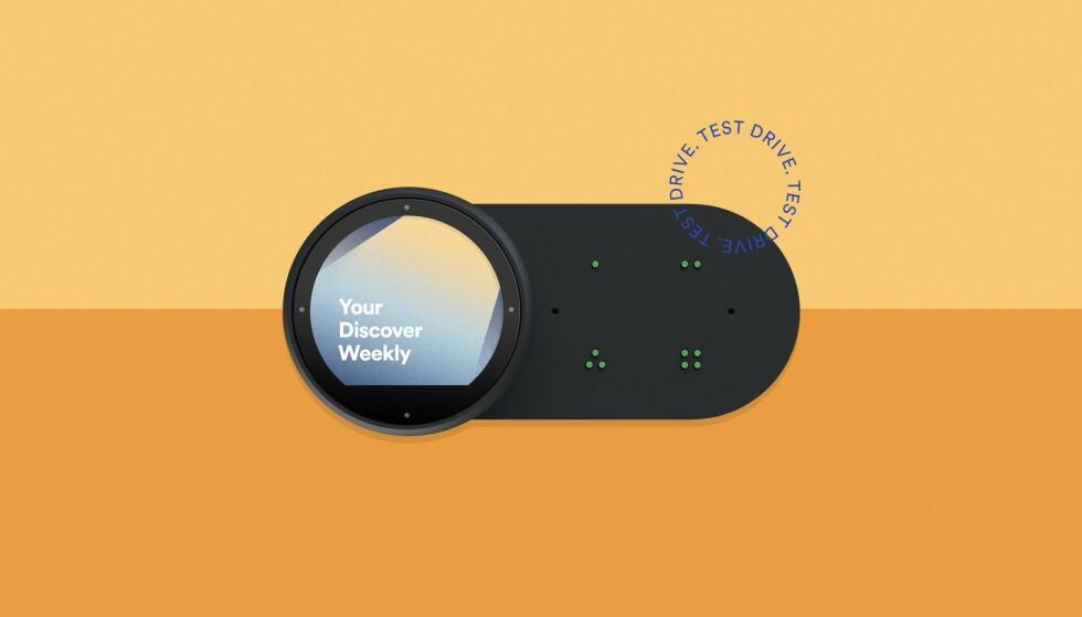PRØVEKJØRER DINGS: Slik ser Spotifys nye stemmeassistent til bilen, Car Thing, ut. Foto: Spotify