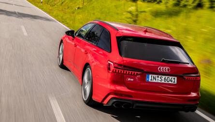 STASJONSVOGNMESTER: Audi gjorde stasjonsvogner hot, og de har ikke glemt kunsten. A6 med farge og sorte detaljer er knalltøft. Foto: Audi