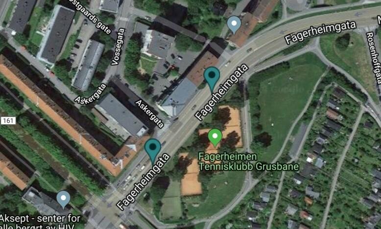 NYE BOMMER: De to grønne punktene viser plasseringen av de to bomstasjonene i Fagerheimgata. Foto: Skjermdump fra Fjellinjen