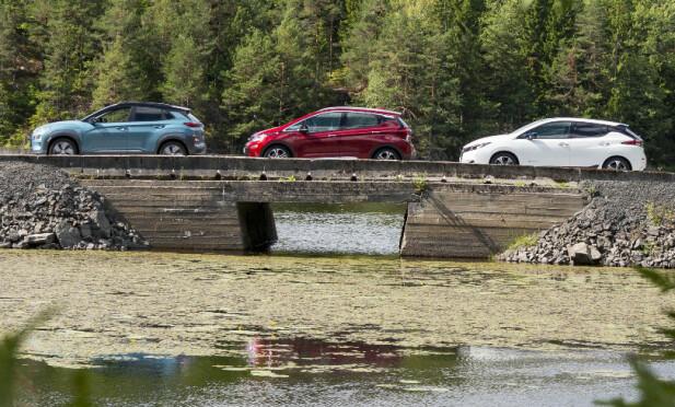 <strong>LIK, LIK, LIK (?):</strong> Hyundai Kona Electric, Opel Ampera-e og Nissan Leaf er tre elbiler med svært lik pris, størrelse og rekkevidde. Men hvilken passer best for deg? Foto: Jamieson Pothecary