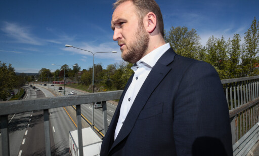 MINDRE BOM: Samferdselsminister Jon Georg Dale vil ha færre bomstasjoner på sideveiene fremover. Foto: Lise Åserud / NTB scanpix