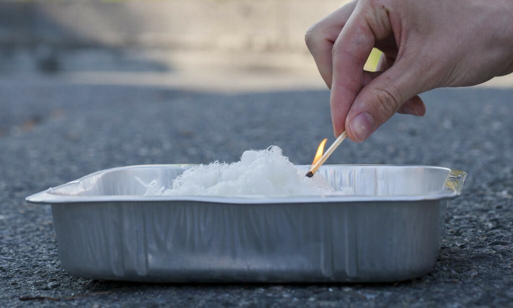 PERFEKT TIL FISK OG FILLER: Aluminiumsformer som fiskefiléter selges i, egner seg perfekt til å brenne opp filler og pussegarn med olje på. Foto: If.