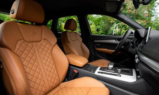 ALT EKSTRA: Sportsstoler er standard, men skal man ha skinn og elektrisk betjening, må man betale mer. Vår testbil hadde «Exclusive»-pakke. Foto: Audi