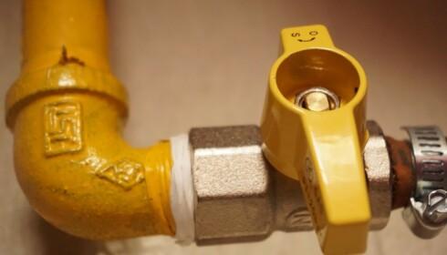 IKKE RØR: Arbeid med vann og rør bør du overlate til profesjonelle. Foto: Pexels