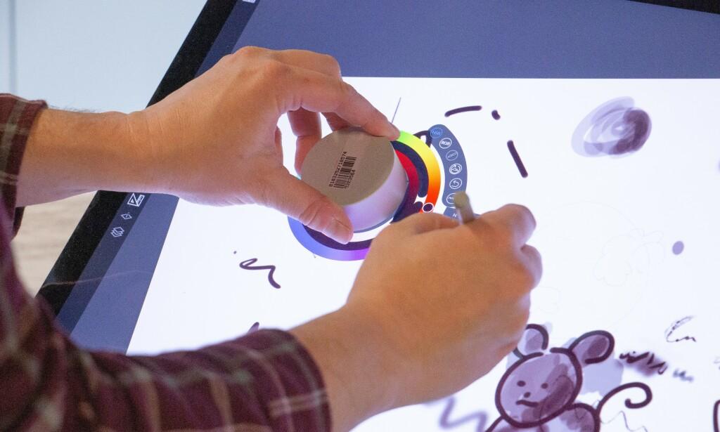 Et av bruksområdene til Surface Dial og Surface Pen. Foto: Martin Kynningsrud Størbu