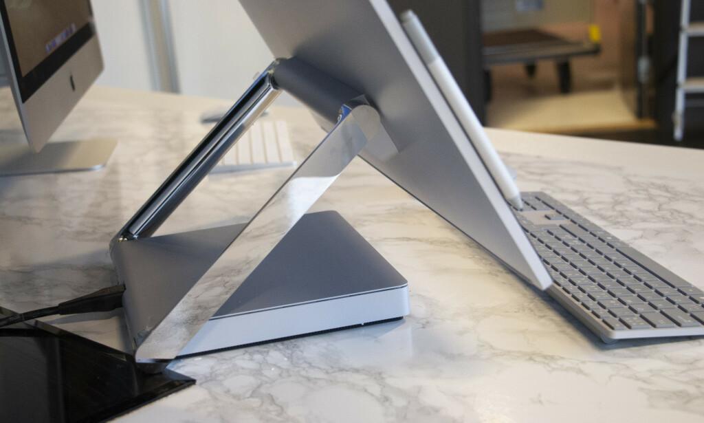 Microsoft har laget en unik hengsel. Foto: Martin Kynningsrud Størbu