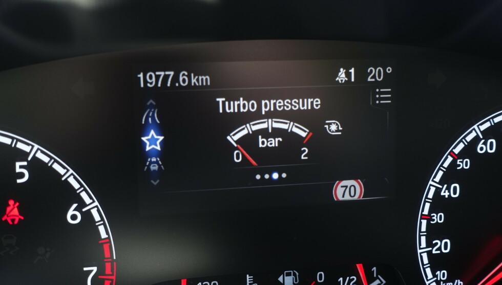 NOSTALGI: Det åpnes for å trimme motoren mer. Turbotrykksmåleren er skalert lenger enn hva den gir i dag. Foto: Rune M. Nesheim