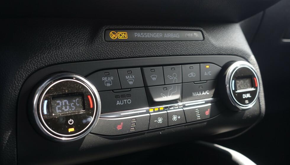 TO SONER: Ford har beholdt knapper for å stille temperatur. Foto: Rune M. Nesheim