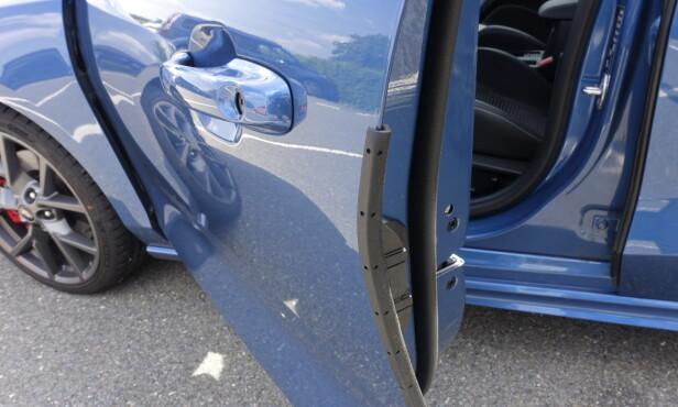 FORTSATT FORNUFTIG: Ford og Skoda er de eneste som har pop-up parkeringsbeskyttelse. Foto: Rune M. Nesheim