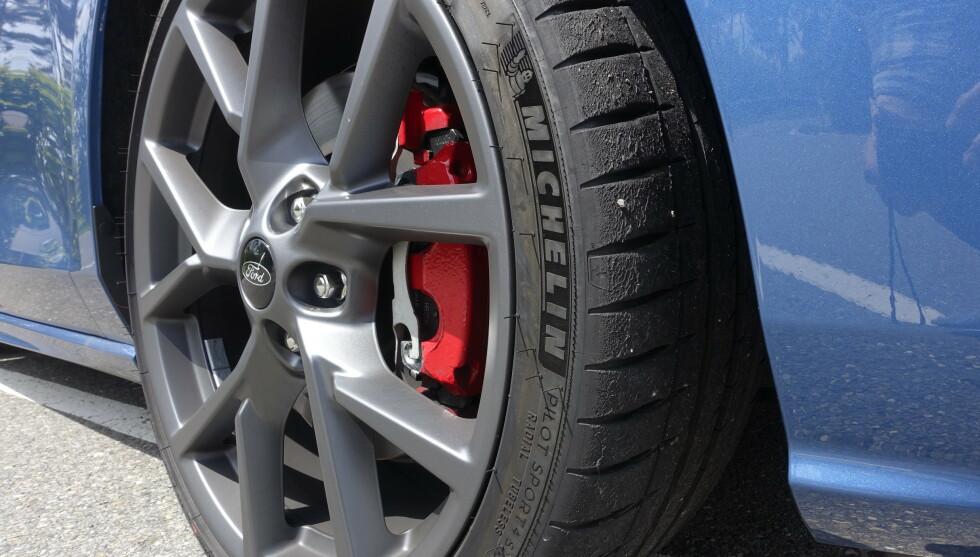 BEDRE ENN RS: Bremsene ser enkle ut, men skrubber bedre enn storebror RS. Foto: Rune M. Nesheim