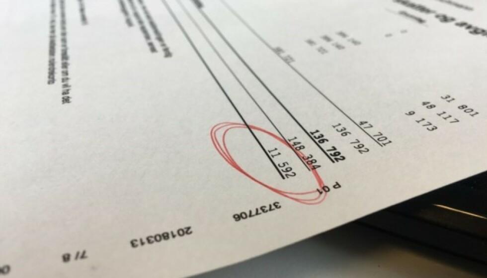PENGER PÅ KONTO: Skattepenger du eventuelt har til gode kommer snart på kontoen din. Det kan være fristende å kjøpe seg noe du har ønsket deg lenge som du ikke har hatt råd til tidligere, men det kan lønne seg å tenke seg om både en og to ganger før du drar bankkortet. Foto: Berit Njarga.