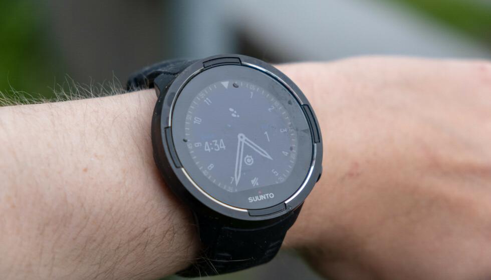 TO VERSJONER: Suunto 9 finnes i to utgaver – den merket «Baro» har også innebygd barometer. Foto: Martin Kynningsrud Størbu