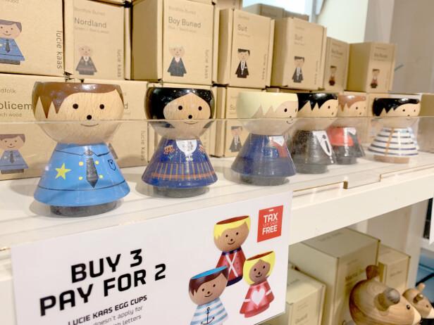 BORDFOLK: Jepp, de kalles «Bordfolk» i Danmark - og på båten kan du spare ytterligere ved å kjøpe flere samlet (dersom du hadde tenkt å kjøpe flere, da. Trenger du kun ett eggeglass, er det selvsagt ikke billigere å kjøpe to ... ) Foto: Kristin Sørdal