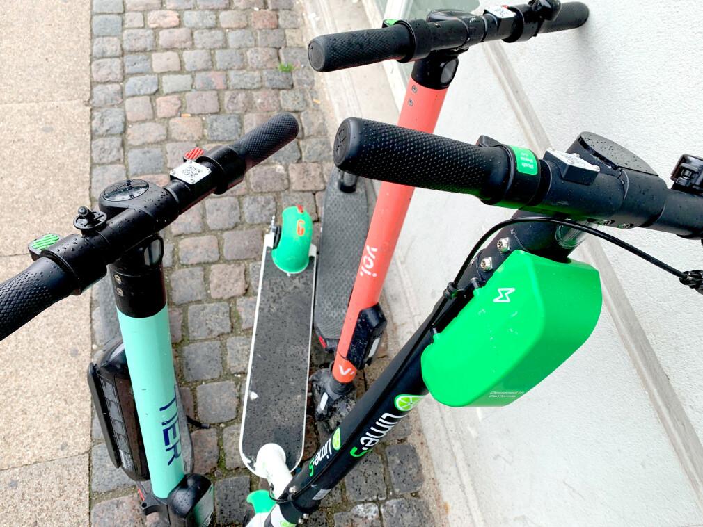 DISSE KAN DU VELGE MELLOM: Tier, Voi og Lime tilbyr alle utleie av elektriske sparkesykler i København. Men pass på: Det er store prisforskjeller per minutt! Foto: Berit B. Njarga