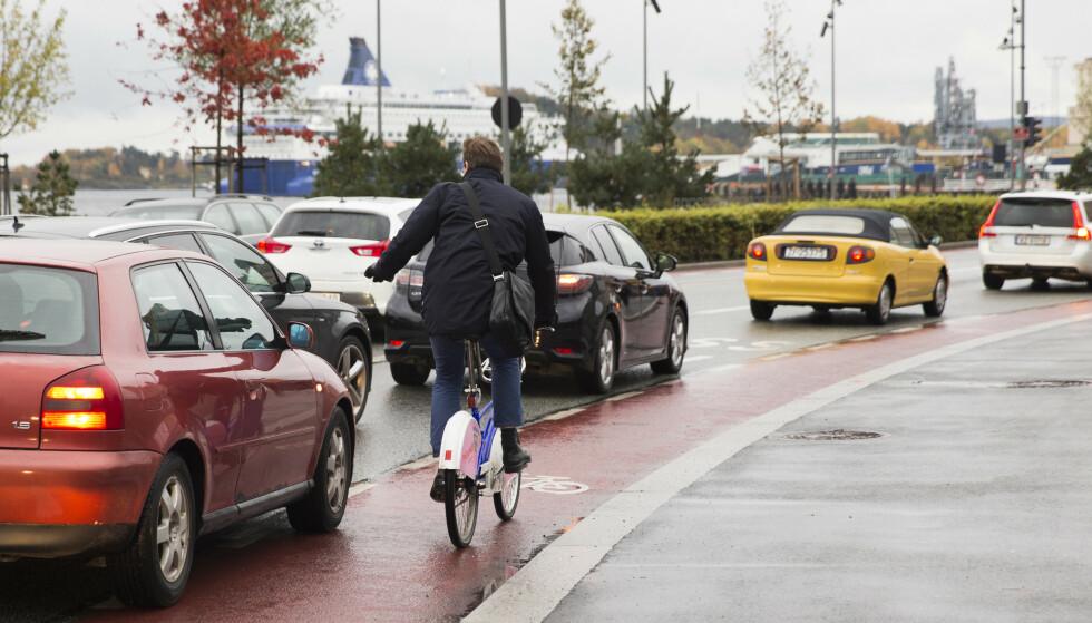 BONUSPOENG: Ruter tester en ny ordning der reisende for bonuspoeng for å gå i rushtiden. Foto: Berit Roald/NTB scanpix
