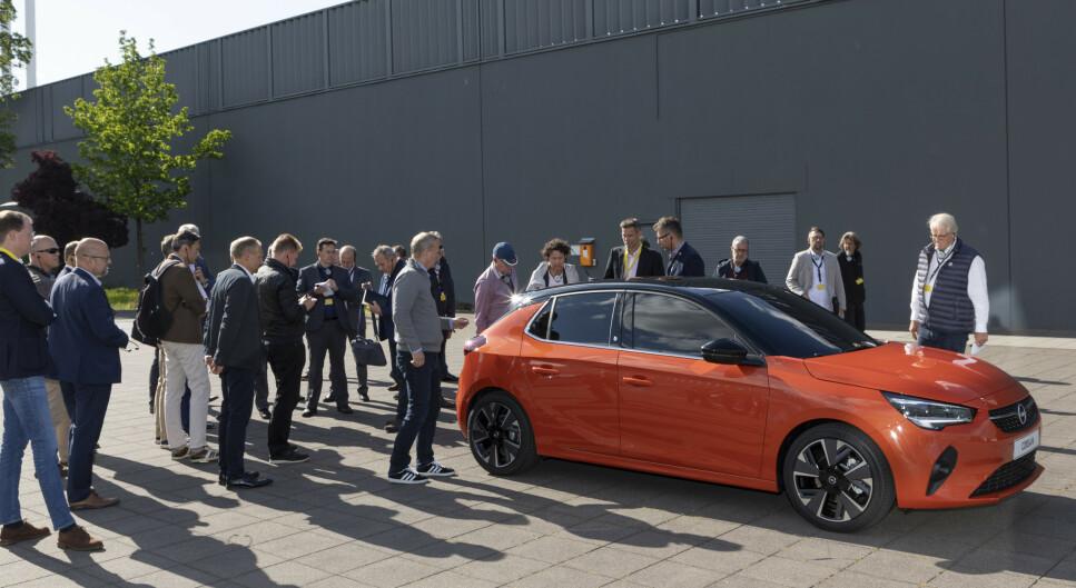 OPEL CORSA-E: Den nye elbilen til Opel har det som skal til for å gi merket et etterlengtet løft i Norge, og Dinside har studert bilen på nært hold. Også SUV-en Mokka X kommer som ren elbil neste år. Foto: Martin Golka