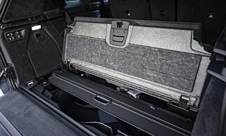 PRAKTISK: Under gulvet har du fortsatt et stort rom og plass til bagasjeromstildekkeren, når den ikke er i bruk. Foto: Jamieson Pothecary