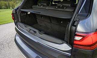 DOBBELT: Gagasjerommet er ikke svære greiene, når alle setene er oppe, men takket være bra bredde, svelger den nesten like mye som en VW Golf. X7 har samme doble bakluke som X5. Foto: Jamieson Pothecary