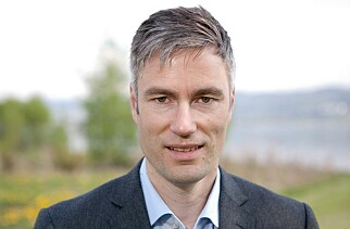 SKEPTISK TIL TESTEN: Informasjonssjef Espen Olsen i Toyota Norge mener det er uoverensstemmelser mellom resultatene fra Teknikens Världs elgtest og fra Toyotas egen. Foto: Toyota