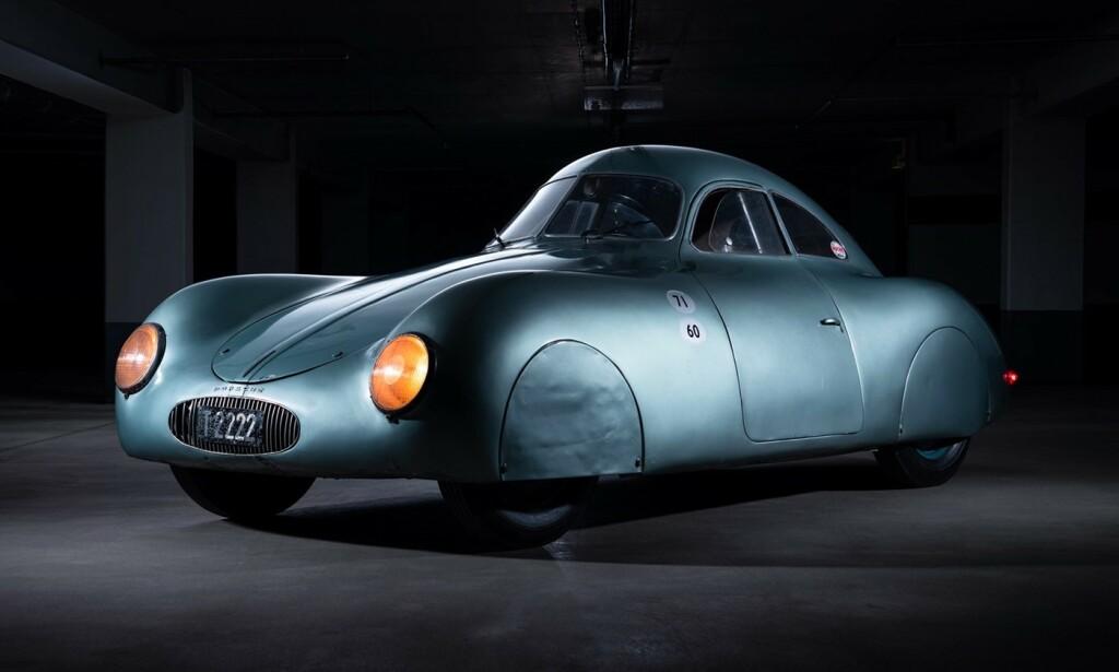 STILIG: Ingen tvil om at Porsche tenkte på aerodynamikk allerede i 1939. Dette er forløperen til Porsche 356. Foto: RM Sotheby