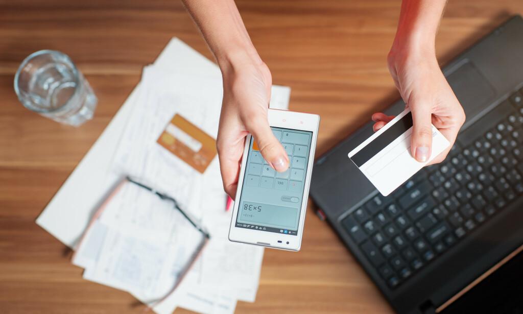 LØNNSOM OPPRYDNING: Det er absolutt et smart valg å bruke ferie- og skattepengene til å nullstille seg økonomisk, mener Lindorff. I juni sender de ut brev og SMS til nordmenn med inkassosaker for å oppfordre dem til å kvitte seg med dyr gjeld. Foto: Shutterstock/NTB Scanpix.