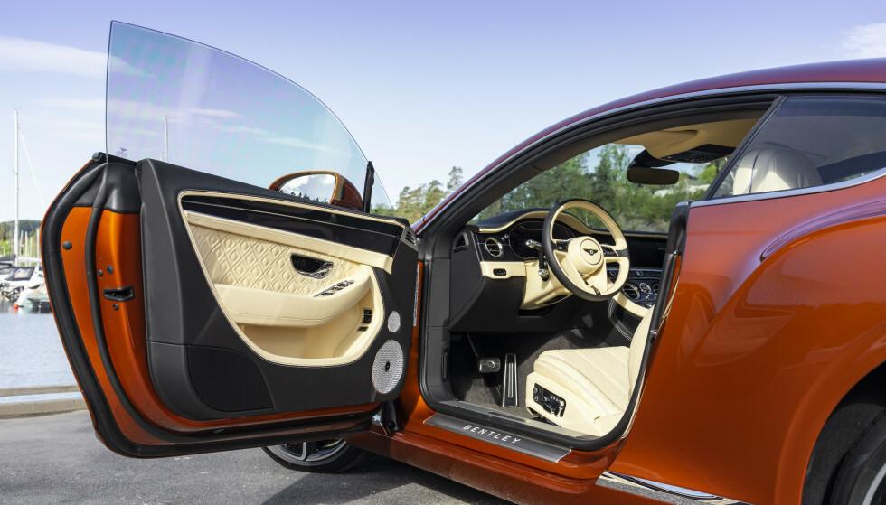 VELKOMMEN INN: Å sette seg inn i nye Bentley Continental GT er spesielt, hver gang. Foto: Jamieson Pothecary