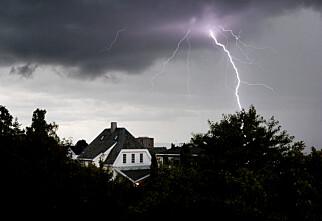 Elektronisk utstyr kan bli skadet uten at lynet slår ned hos deg