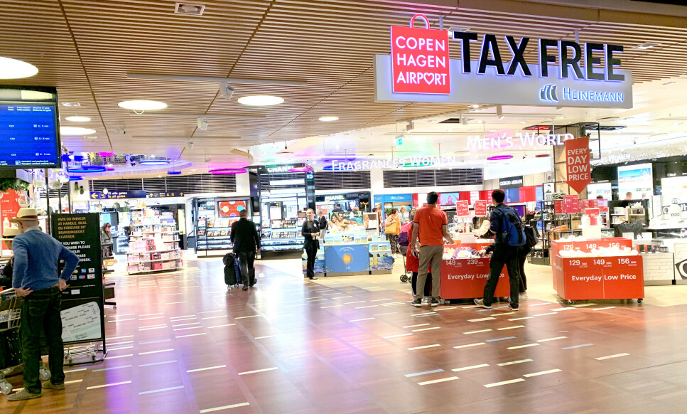 TAXFREE PRISTEST: Vi har sjekket taxfreeprisene på Kastrup København og Oslo lufthavn. Kastrup vinner på at de har flest varer som er billigst, men Oslo lufthavn vinner på å ha de generelt laveste prisene - og de største prisgevinstene sammenliknet med Københavns flyplass. Noen av varene er imidlertid billigere på butikken i Danmark - eller også på danskebåten ... Foto: Kristin Sørdal
